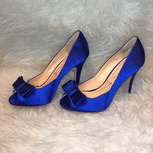 Pour La Victoire Blue Satin Bow heels sz 6